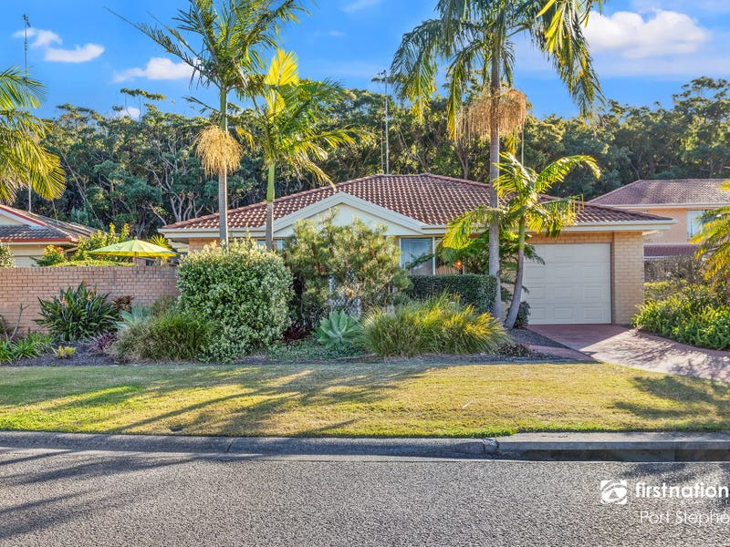 1/2-4 Creswell Place, Fingal Bay, NSW 2315