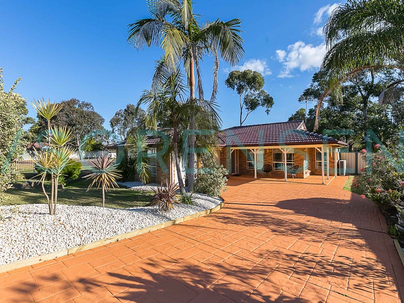2 Bensley Close, Lake Haven