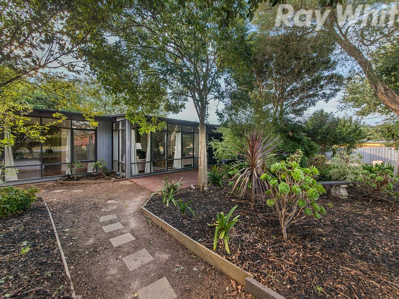 1 Johnson Drive, Ferntree Gully, Vic 3156