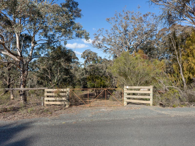 8 Campbell Place, Wamboin, NSW 2620