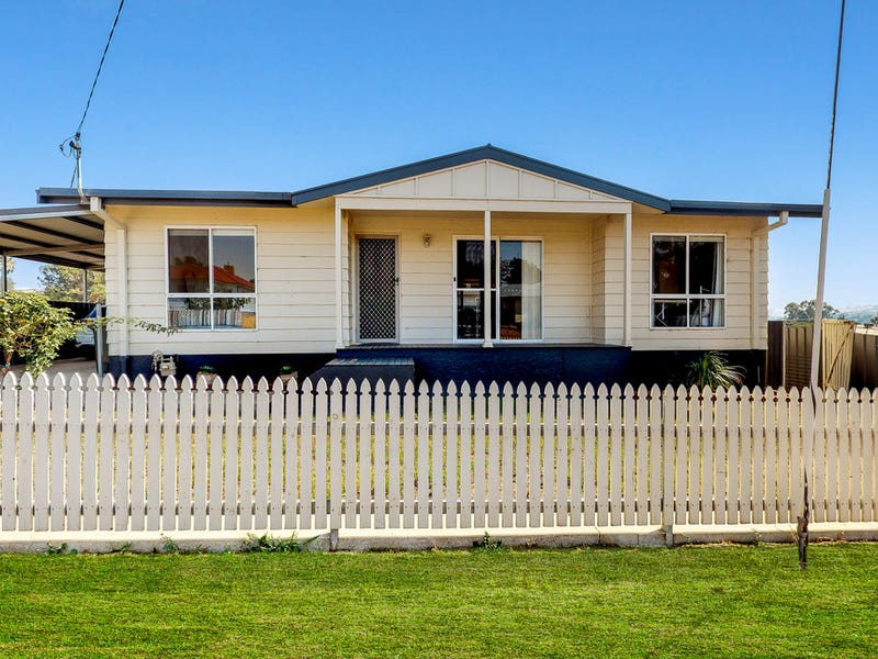 33 Percy Street, Junee, NSW 2663