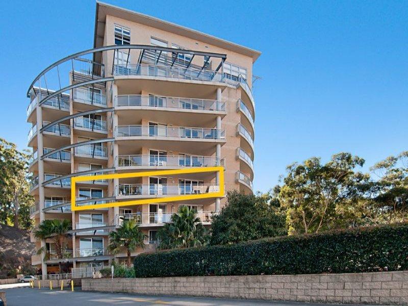 332/80 John Whiteway Drive, Gosford, NSW 2250
