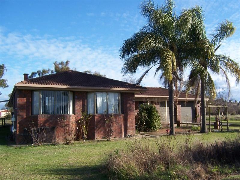 1082 TableTop Rd, Table Top, NSW 2640