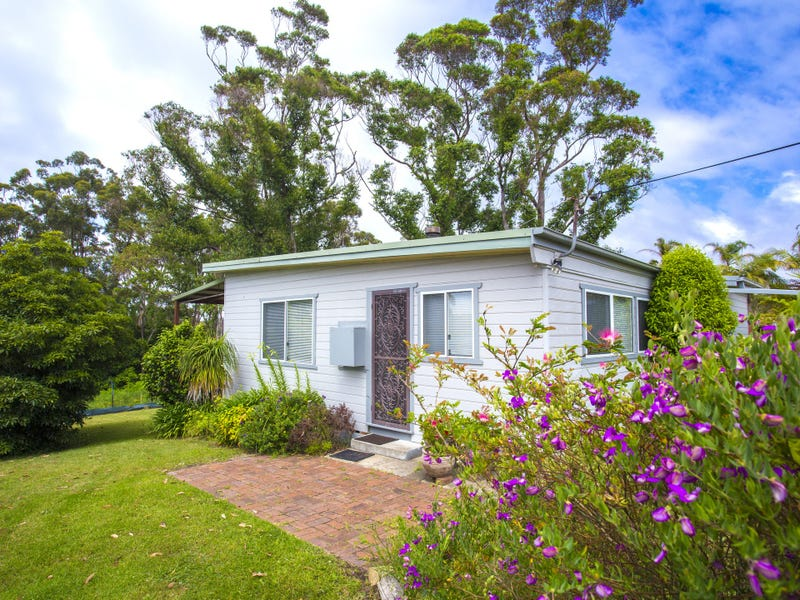 13 Weymouth Drive, Lake Tabourie, NSW 2539