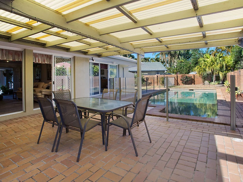 11 Bon Aire Court, Clear Island Waters, Qld 4226