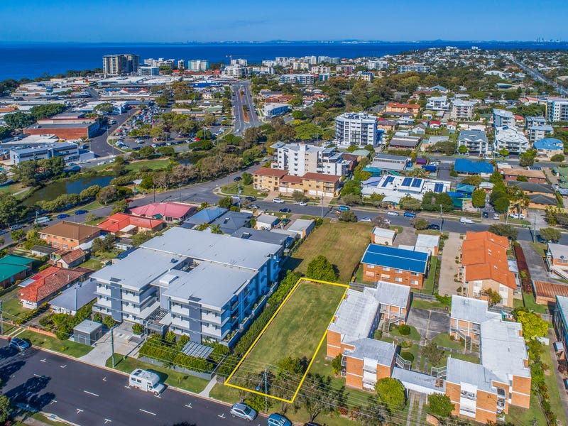 11 Downs Street, Redcliffe