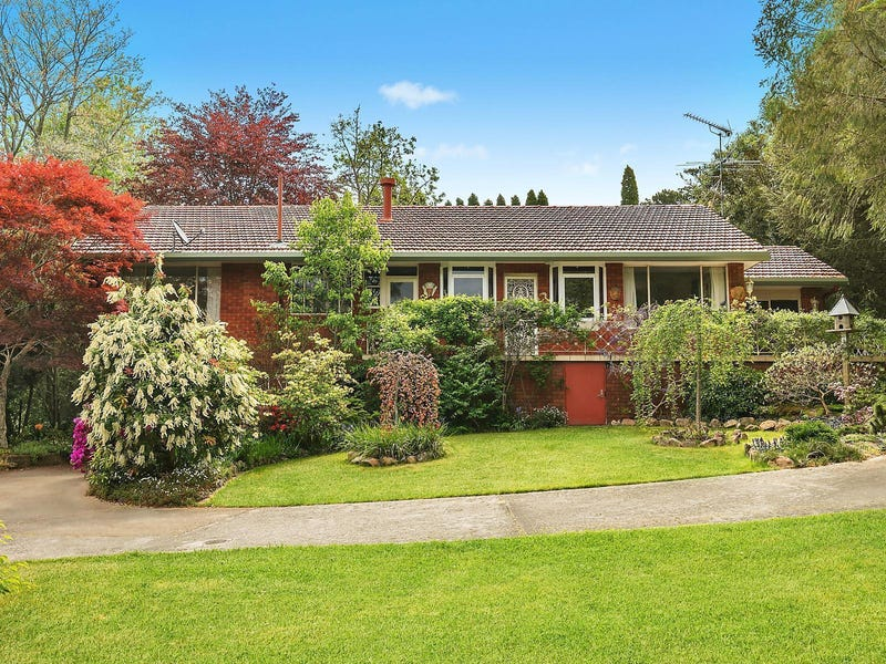 97 Blaxland Road, Wentworth Falls, NSW 2782
