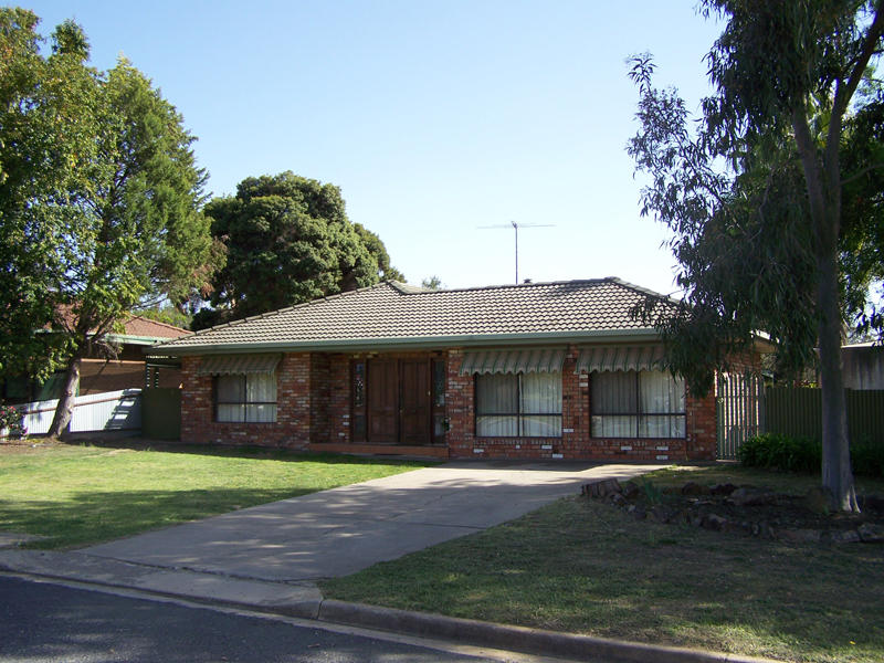 5 Gibson Drive, Burrumbuttock, NSW 2642