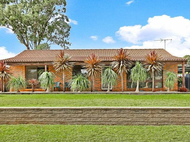 4 Lorenzo  Crescent, Rosemeadow, NSW 2560