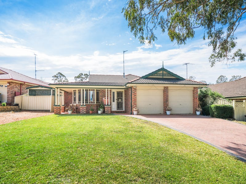 4 Brown Pl, Mount Annan, NSW 2567