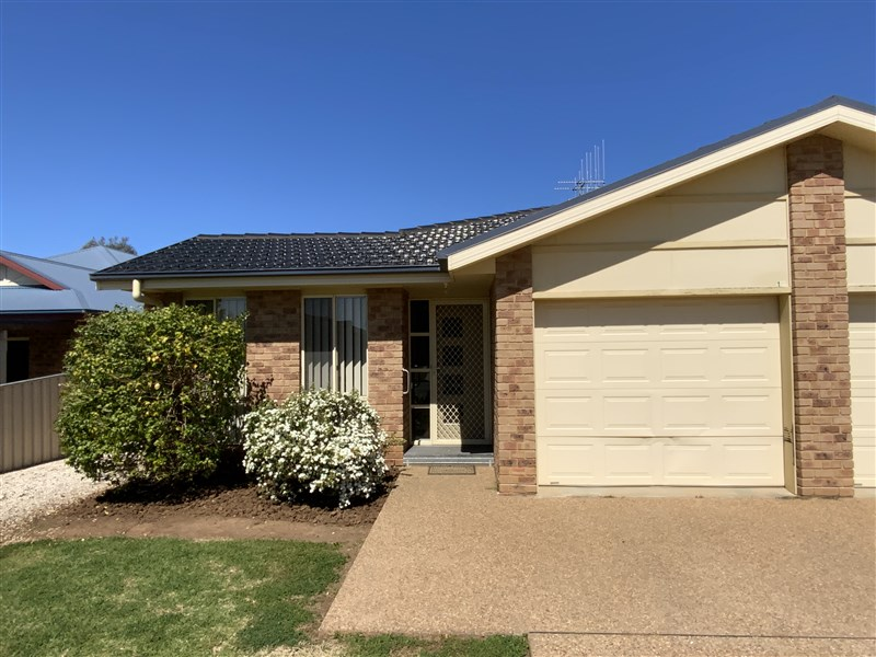 1C McMillan Place, Forbes, NSW 2871