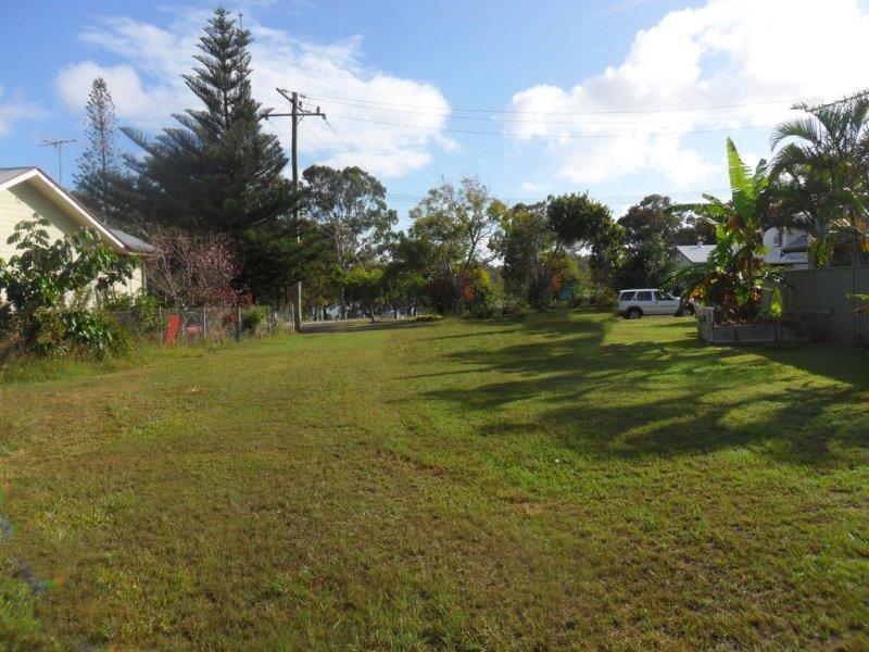 10 Bertram Road, Karragarra Island, Qld 4184