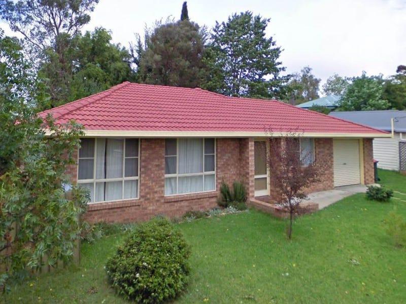 2/8 Salmon Avenue, Armidale, NSW 2350