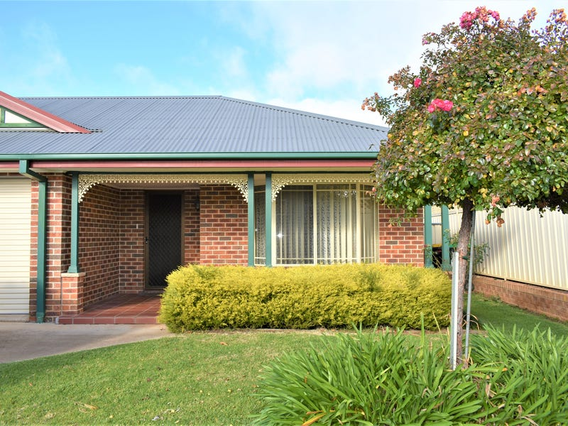 1/2 Old Barracks Lane, Young, NSW 2594