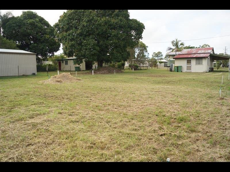 .5 Place Avenue, Sarina, Qld 4737