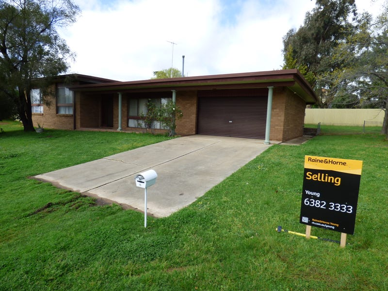 18 Cowper, Young, NSW 2594