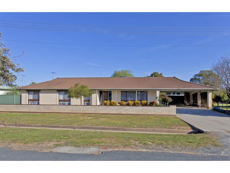 18 Gordon Street, Culcairn, NSW 2660