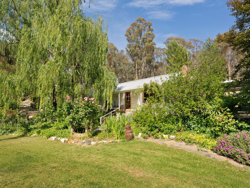 11 Monks Hill Road, Chewton, Vic 3451