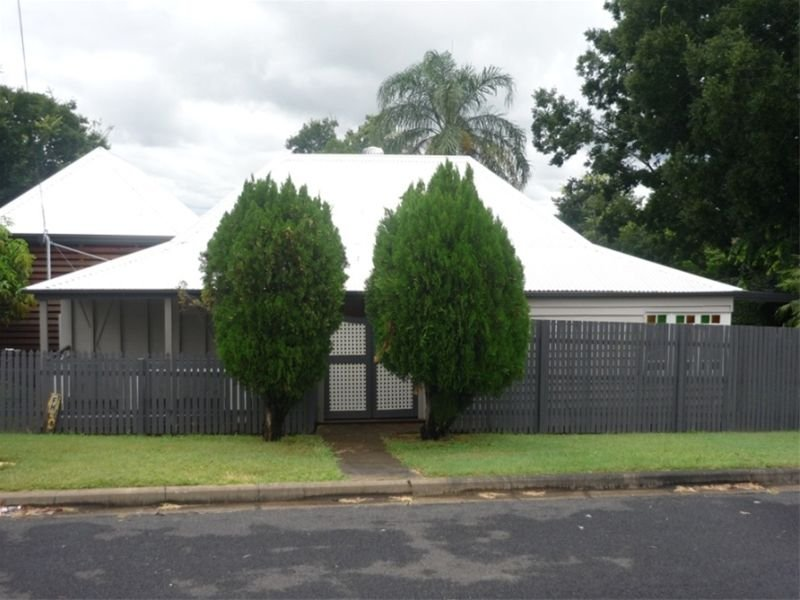 69 Pine Street, North Ipswich, Qld 4305