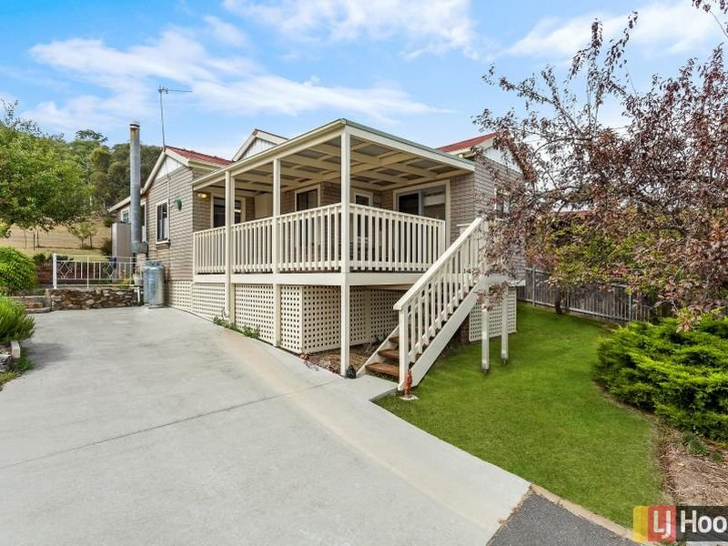 8 Willow Road, Captains Flat, NSW 2623