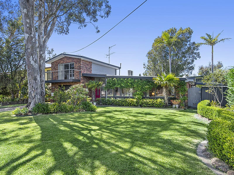 10 Wallaringa Street, Surfside, NSW 2536