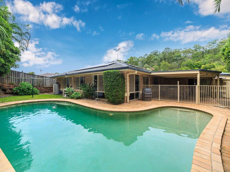 9 Clipperton Chase, Pacific Pines