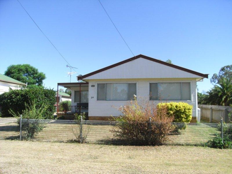 24 Oak Street, South Tamworth, NSW 2340