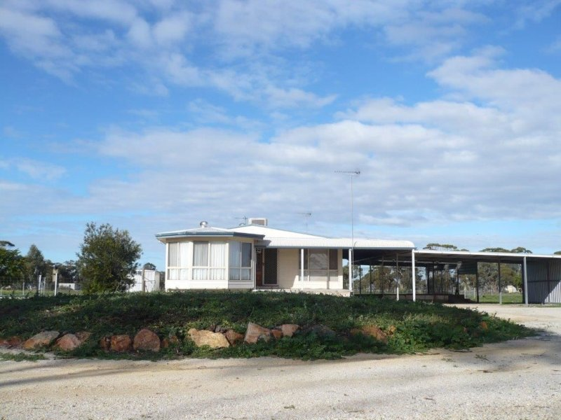 98 Brown, Moora, WA 6510