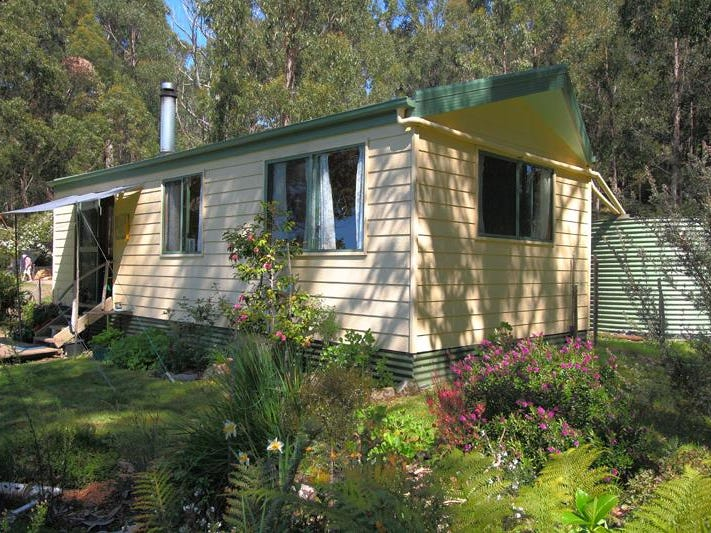 264 Police Point Road, Police Point, Tas 7116