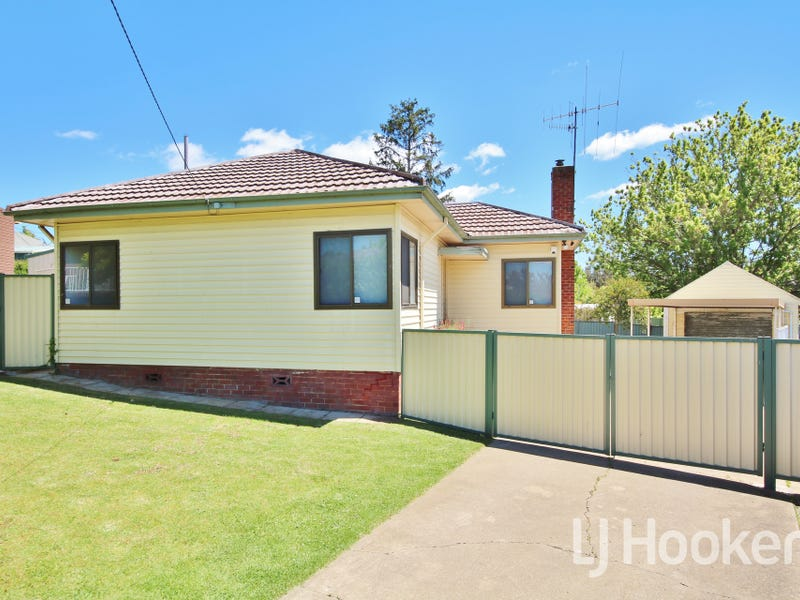 5 Moodie Place, West Bathurst, NSW 2795