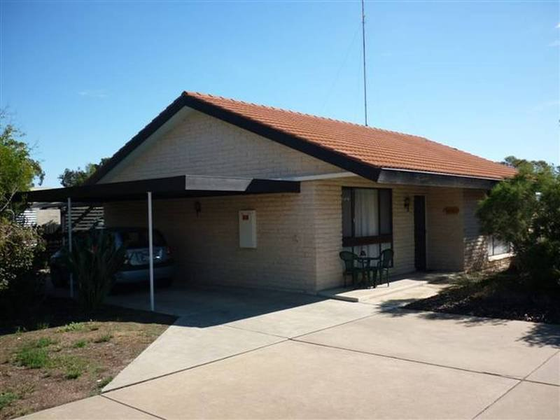 3/4 Livingston Street, Warracknabeal, Vic 3393