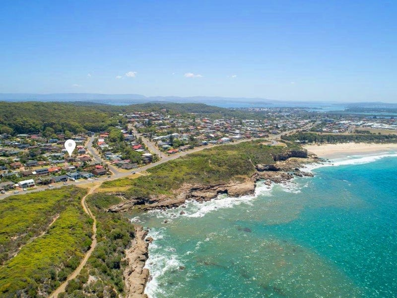 4 Sapphire Close, Caves Beach, NSW 2281