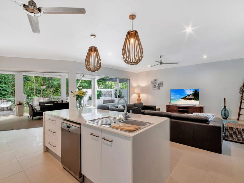 27 Poinsettia St, Holloways Beach, Qld 4878
