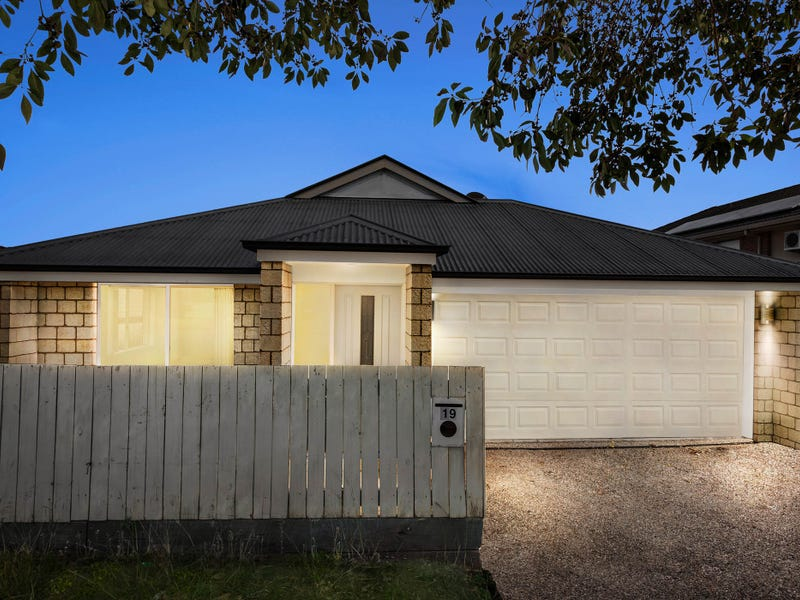 19 Swallowtail Crescent, Springfield Lakes