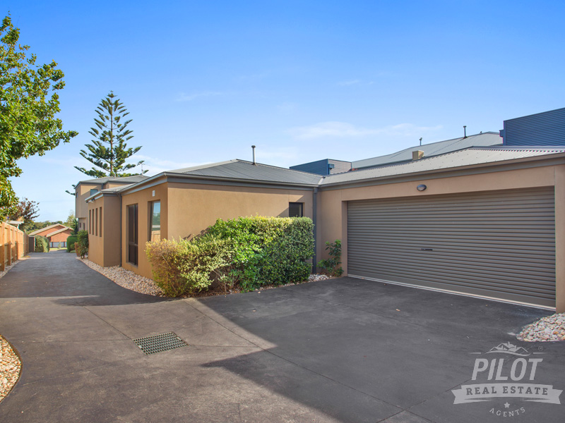 2/60 Mitchell Street, Mornington, Vic 3931