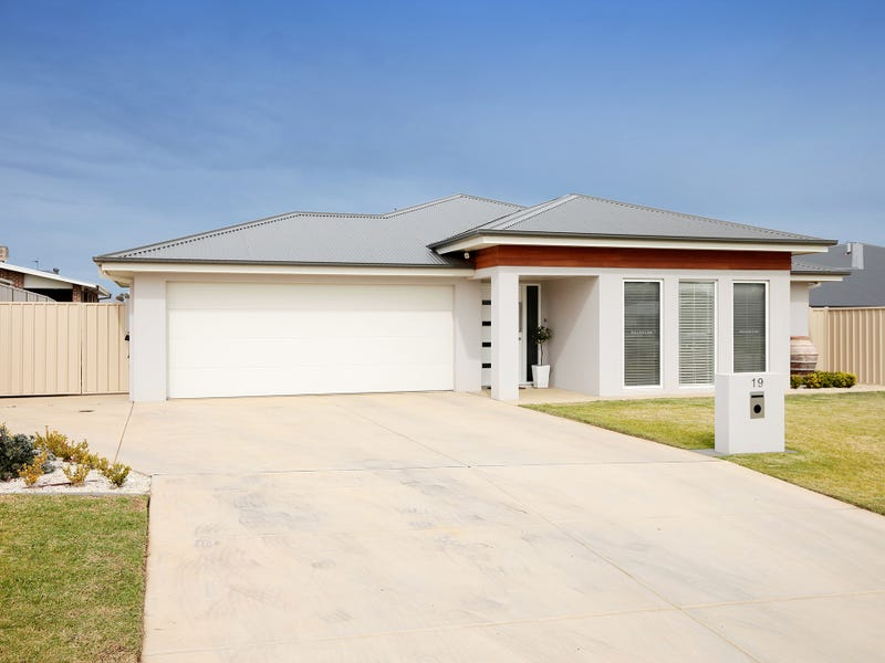 19 Cootamundra Boulevarde, Estella, NSW 2650