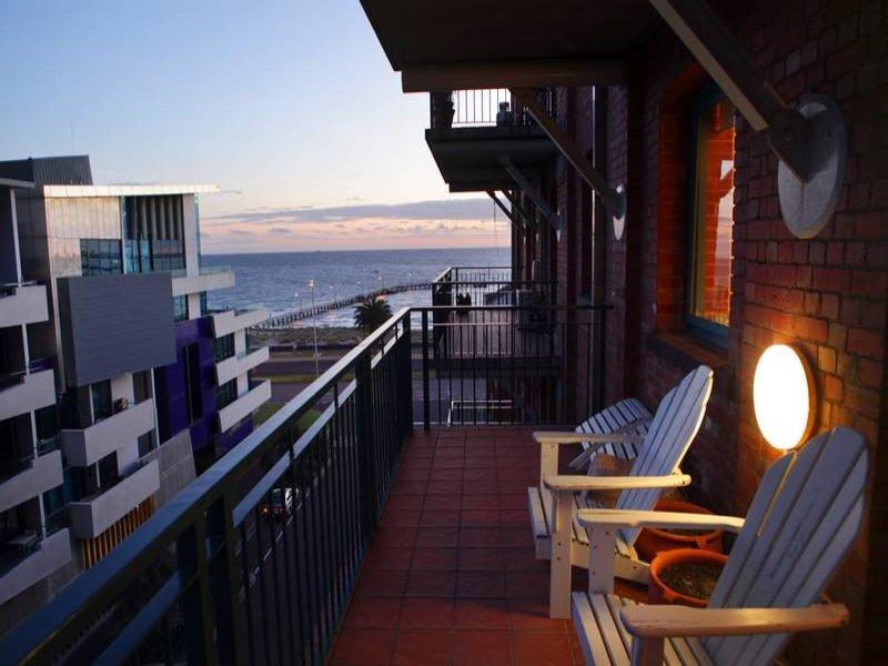 6e/9 Beach Street, Port Melbourne, Vic 3207