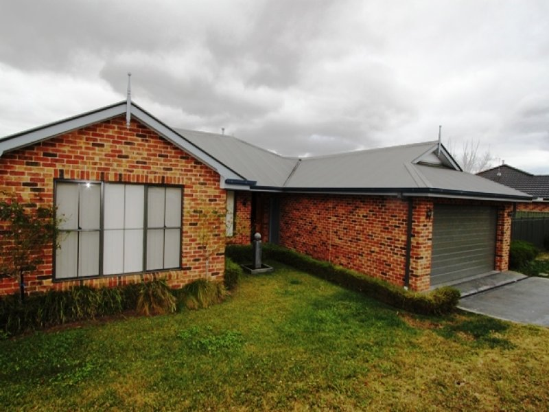 24 Sapphire Crescent, Kelso, NSW 2795