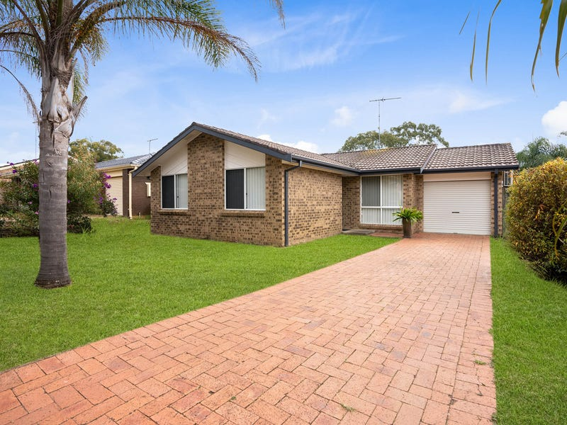 32 Carbasse Crescent, St Helens Park, NSW 2560