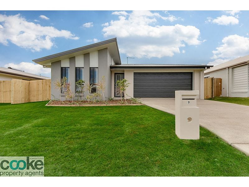 9 Masters Avenue, Norman Gardens, Qld 4701