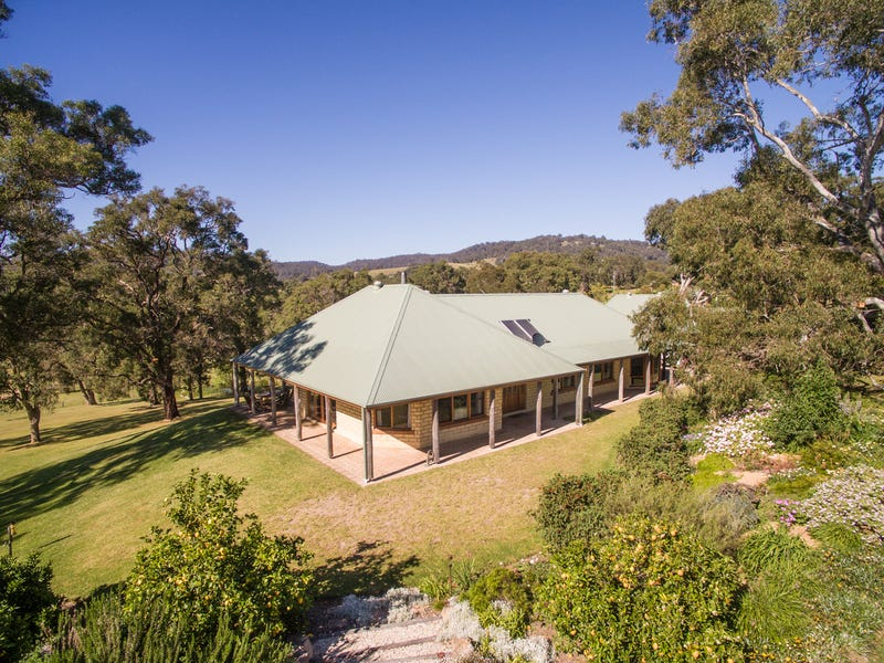 77 Mountview Close, Bega, NSW 2550