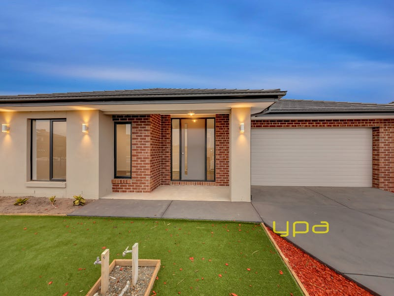 38 Laker Boulevard, Clyde North, Vic 3978