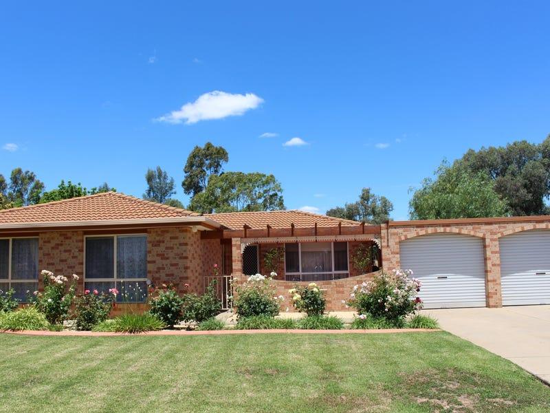 59 Balleroo Crescent, Glenfield Park, NSW 2650