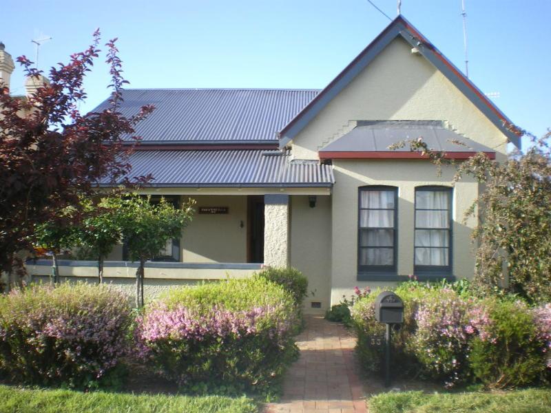 33 KINGHORNE STREET, Goulburn, NSW 2580