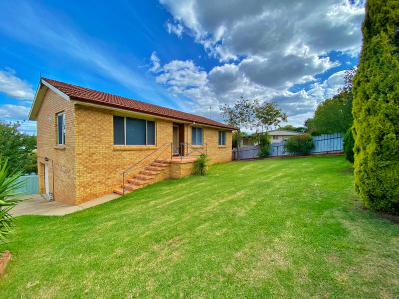 110 Edwards Street, Young, NSW 2594