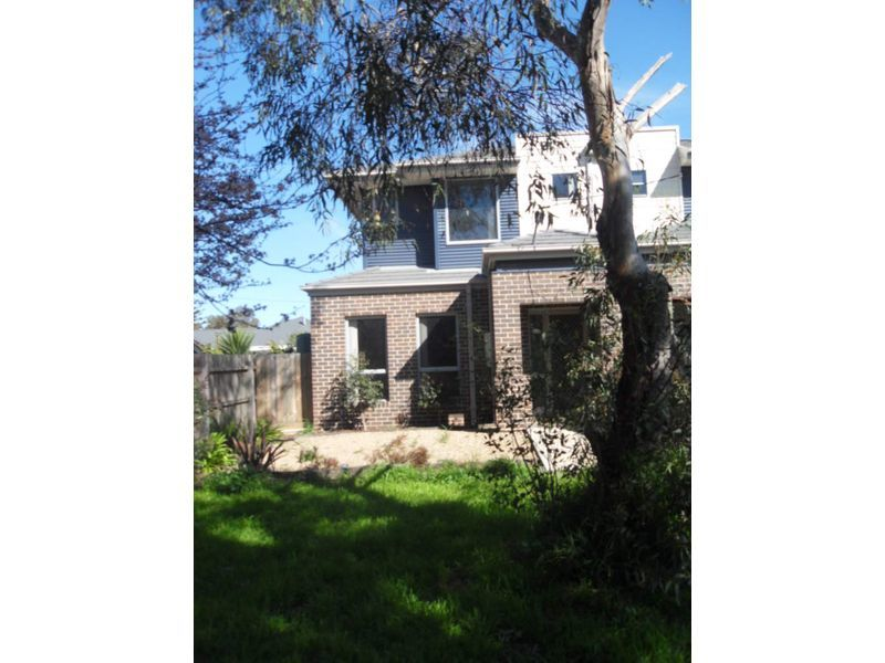 2/1 Norman Grove, Werribee South, Vic 3030
