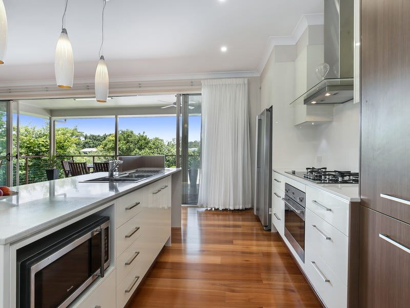 3 Logan Ave, Oxley, Qld 4075
