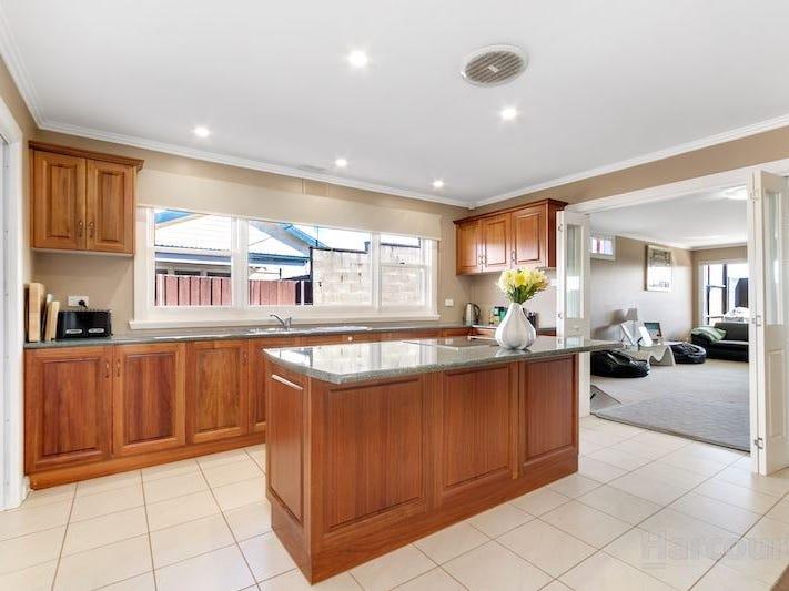 16 Penguin Road, West Ulverstone, Tas 7315