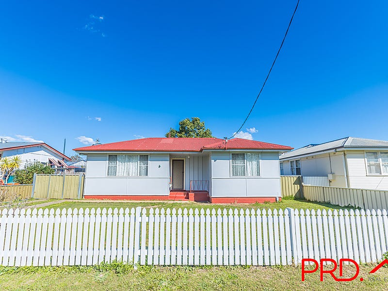 10 Stewart Avenue, West Tamworth, NSW 2340