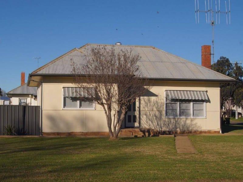 35 Hampden Street, Finley, NSW 2713